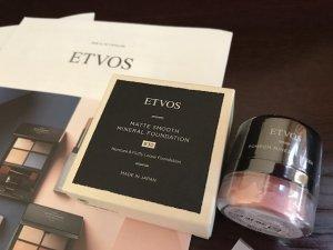 敏感肌 乾燥肌向け ETVOS ミネラルファンデーション ポンポンチーク